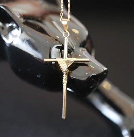 Pingente Crucifixo Trançado 1 (4,0cmX2,2cm) (Banho Ouro 24k)