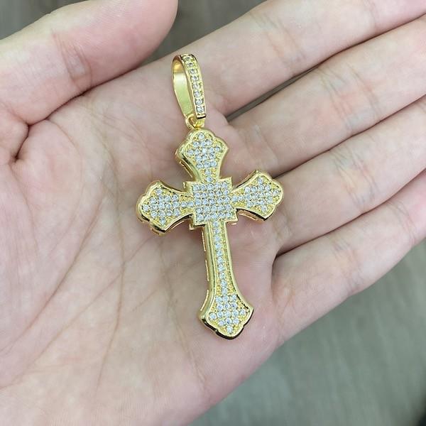 KIT Corrente Cadeado Oca 6,8mm 60cm (25g) (Fecho Personalizado) + Pingente Crucifixo Catedral Cravejado em Zircônia 14g (5,2x3,2cm)