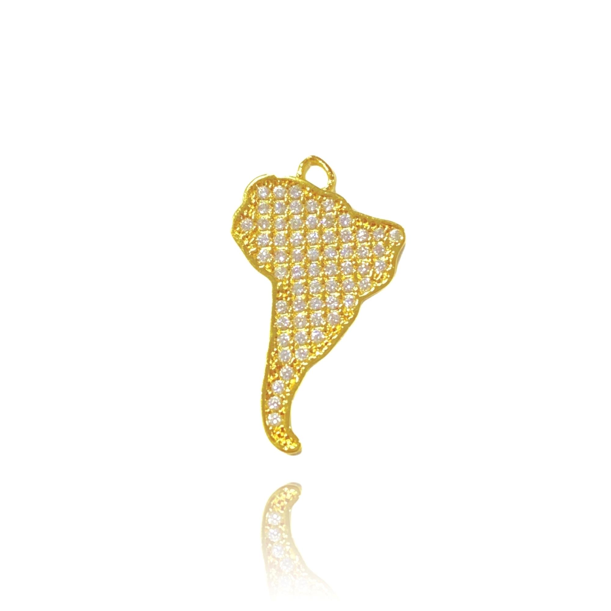 Pingente América do Sul Cravejado em Zircônia (2,9cmX1,7cm) (Banho Ouro 24k)