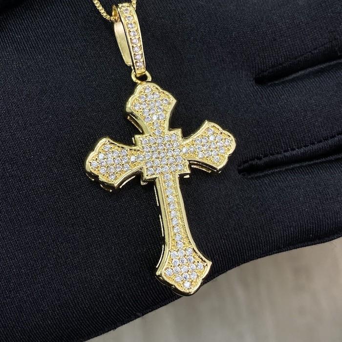 Pingente Crucifixo Catedral Cravejado em Zircônia 14g (5,2x3,2cm) (Banho Ouro 24k)