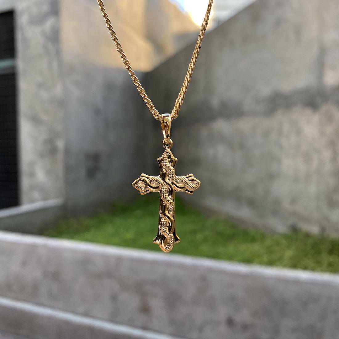 Pingente Crucifixo Cobra 3,2cm X 2,0cm (Banho Ouro 24k)