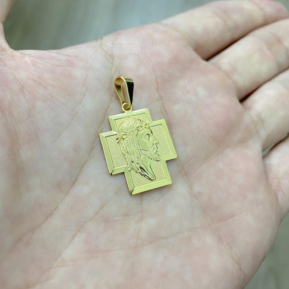 Pingente Crucifixo Face de Cristo 1,8cm X 2,3cm (Banho Ouro 24k)