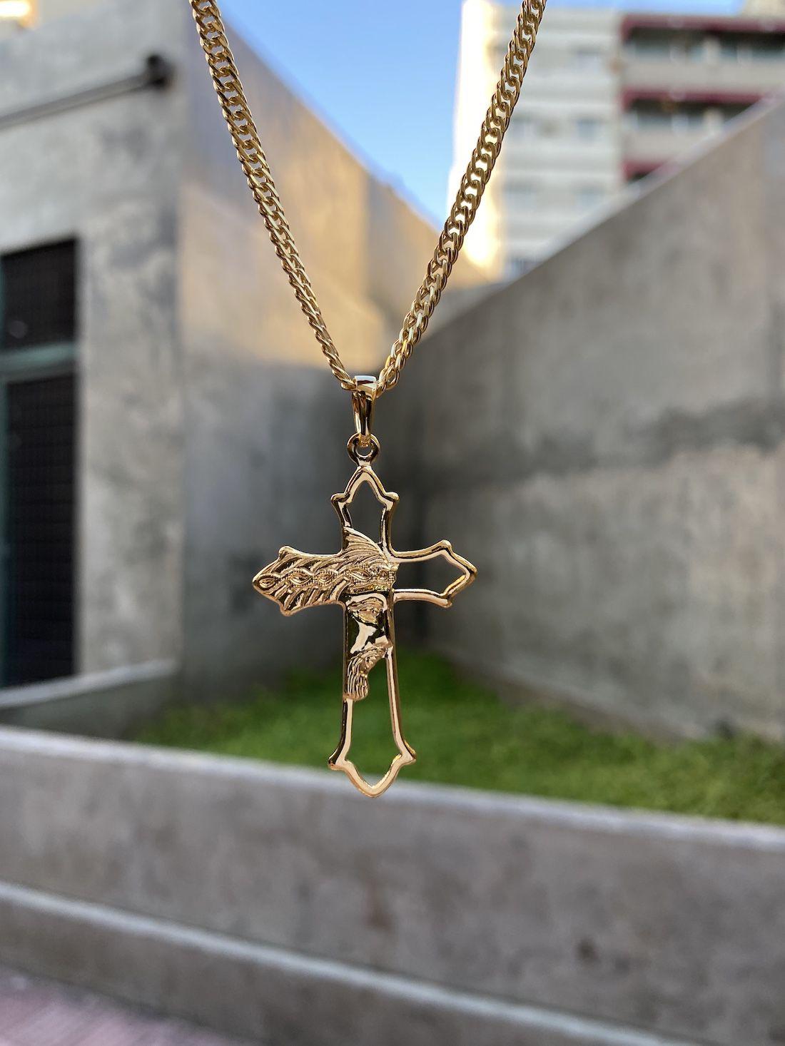 Pingente Crucifixo Vazado Rosto De Cristo (4,3cmX2,7cm) (Banho Ouro 24k)