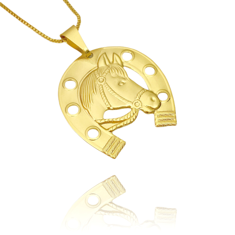 Pingente Ferradura com Cavalo (3,7cmX3,5cm) (Banho Ouro 24k)