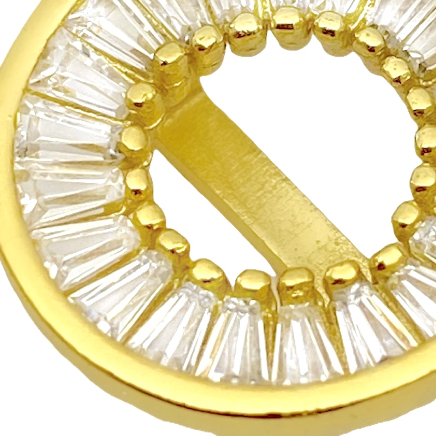 Pingente Medalha Vazada Cravejada em Zircônia (1,5x1,5cm) (Banho Ouro 24k)