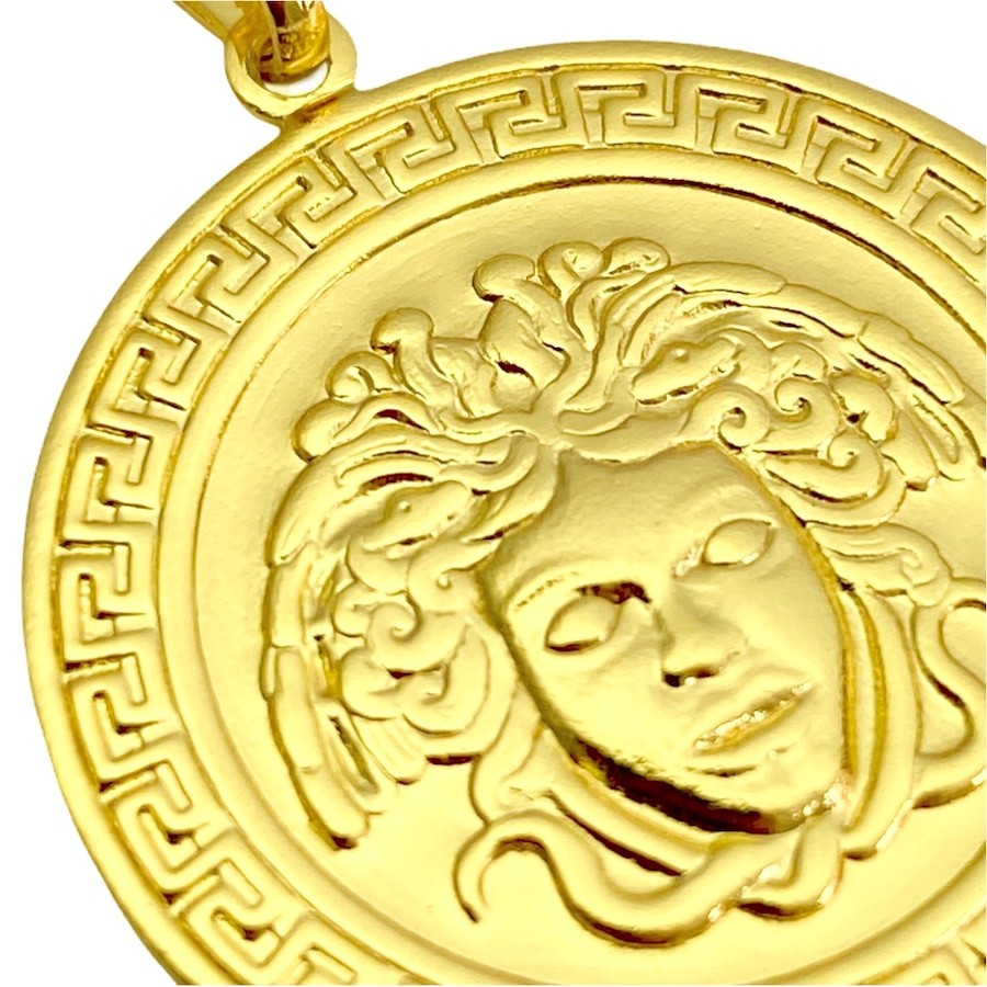 Pingente Medusa G (3cmX2,8cm) (Banho Ouro 24k)