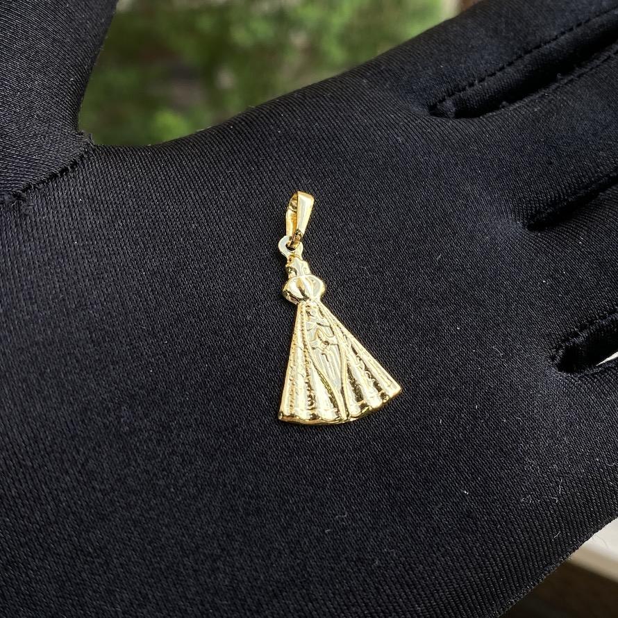 Pingente Nossa Senhora Aparecida Chapada (2,7cmX1,8cm) (Banho Ouro 24k)