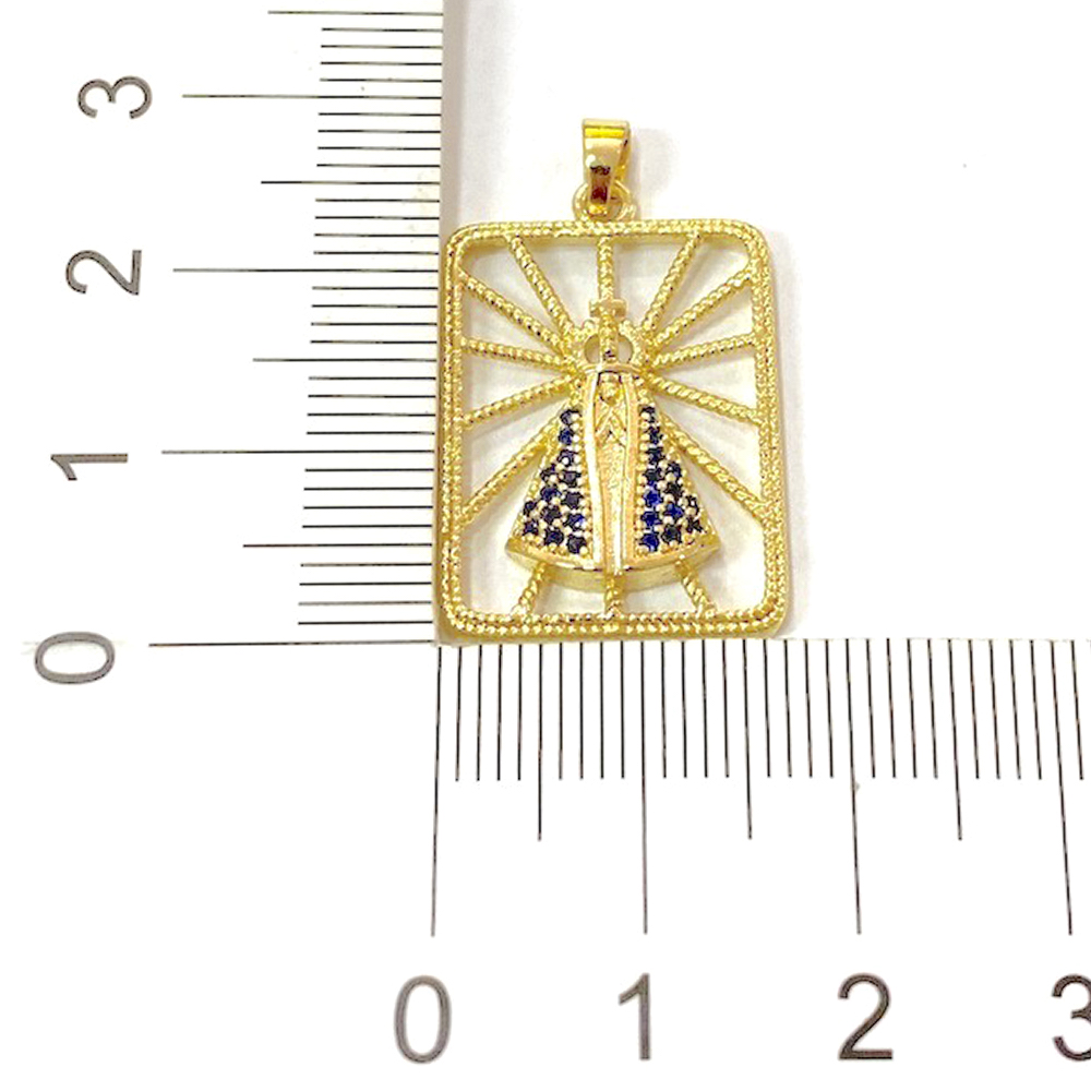 Pingente Nossa Senhora Cravejada Placa Vazada (2,8cmX2cm) (Banho Ouro 24k)