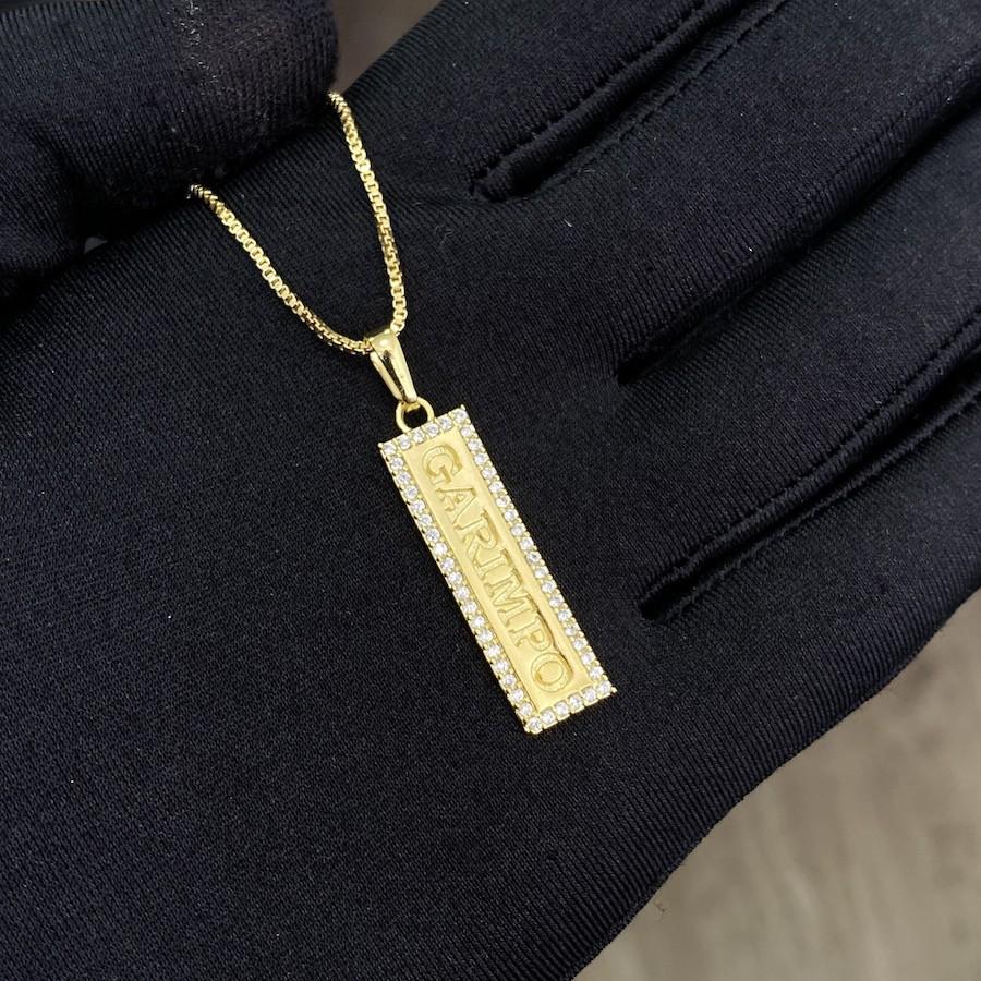 Pingente Placa Garimpo Cravejado em Zircônia (3,5cmX1,1cm) (Banho Ouro 24k)