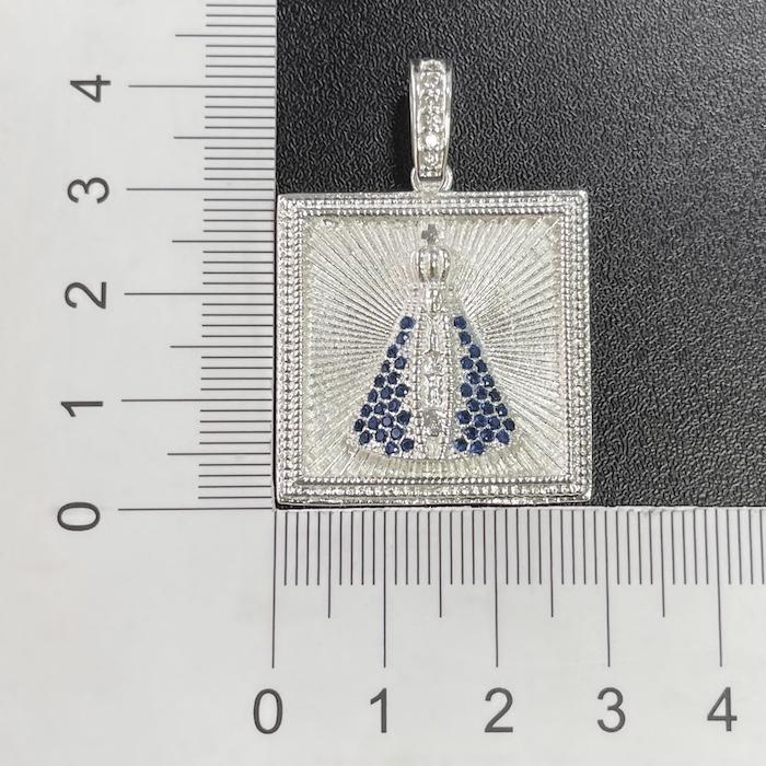 Pingente Placa Nossa Senhora Aparecida Cravejada 1 (3,6cmX2,6cm) (9,9g) (Banho Prata 925)