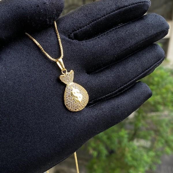 Pingente Saco de Dinheiro Cravejado em Zircônia (2,5x1,8cm) (5g) (Banho Ouro 24k)