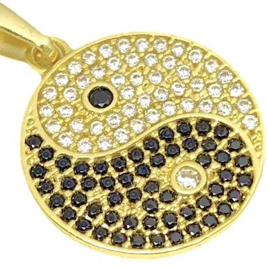 Pingente Yin Yang Cravejado Zircônia 2cm X 2cm (3,8g) (Banho Ouro 24k)