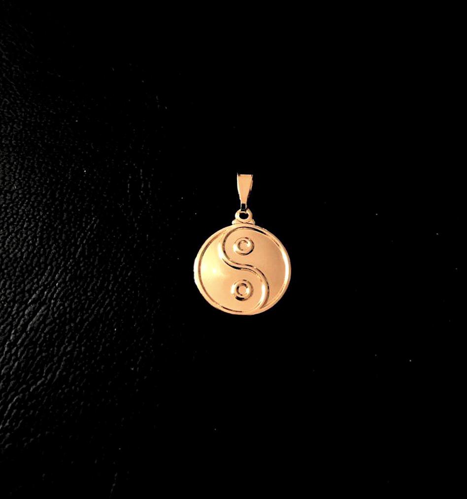 Pingente Yin Yang P (2cmX1,7cm) (Banho Ouro 24k)
