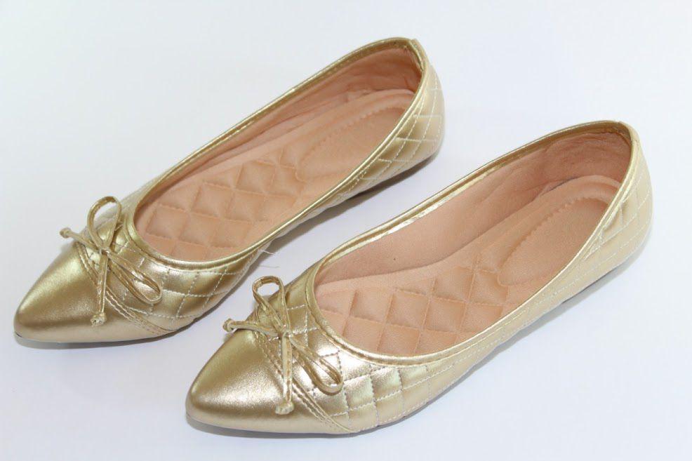 Sapatilha Victoria Bico Fino Dourado Matelassê