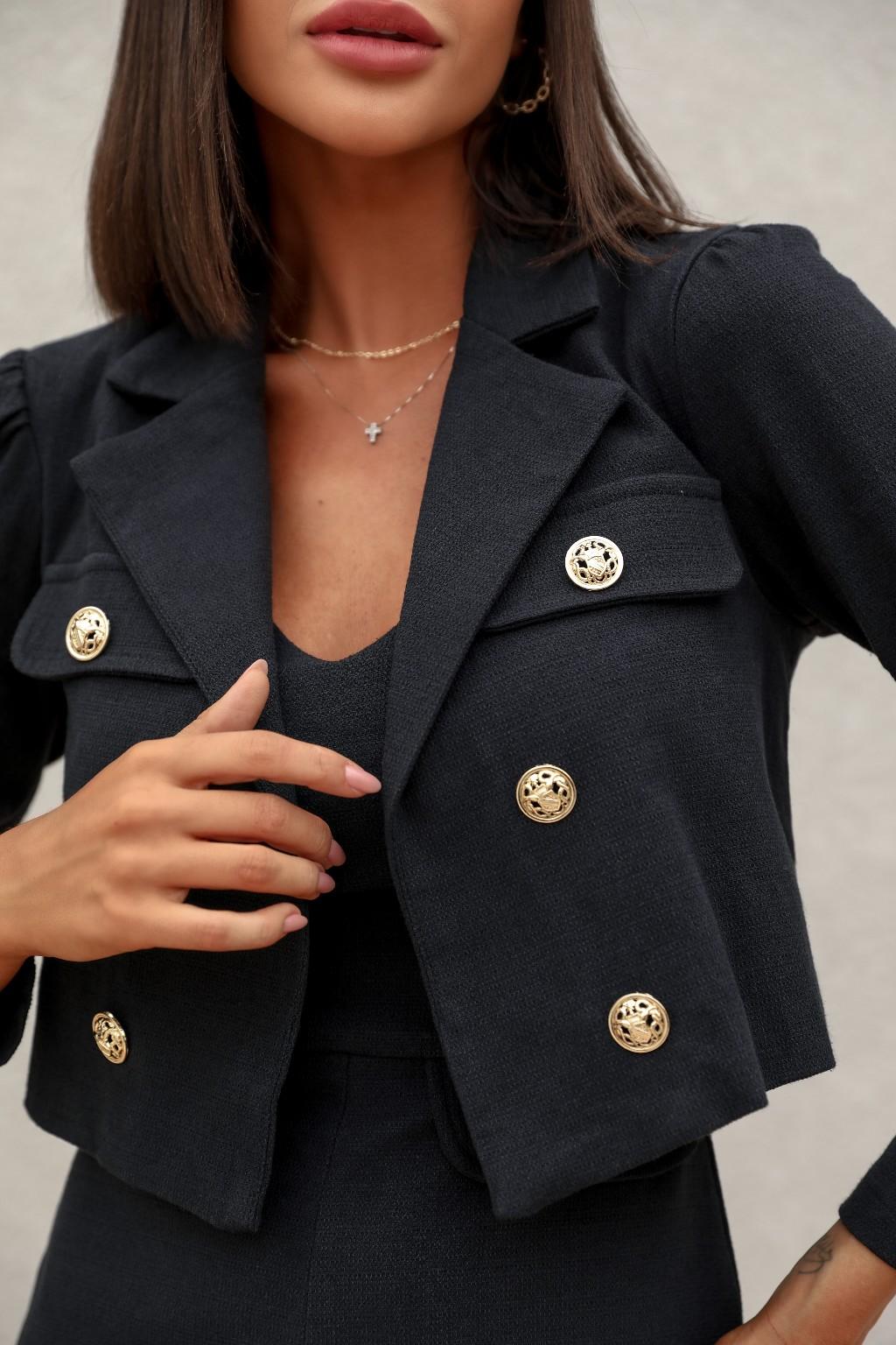 Blazer curto com botão dourado