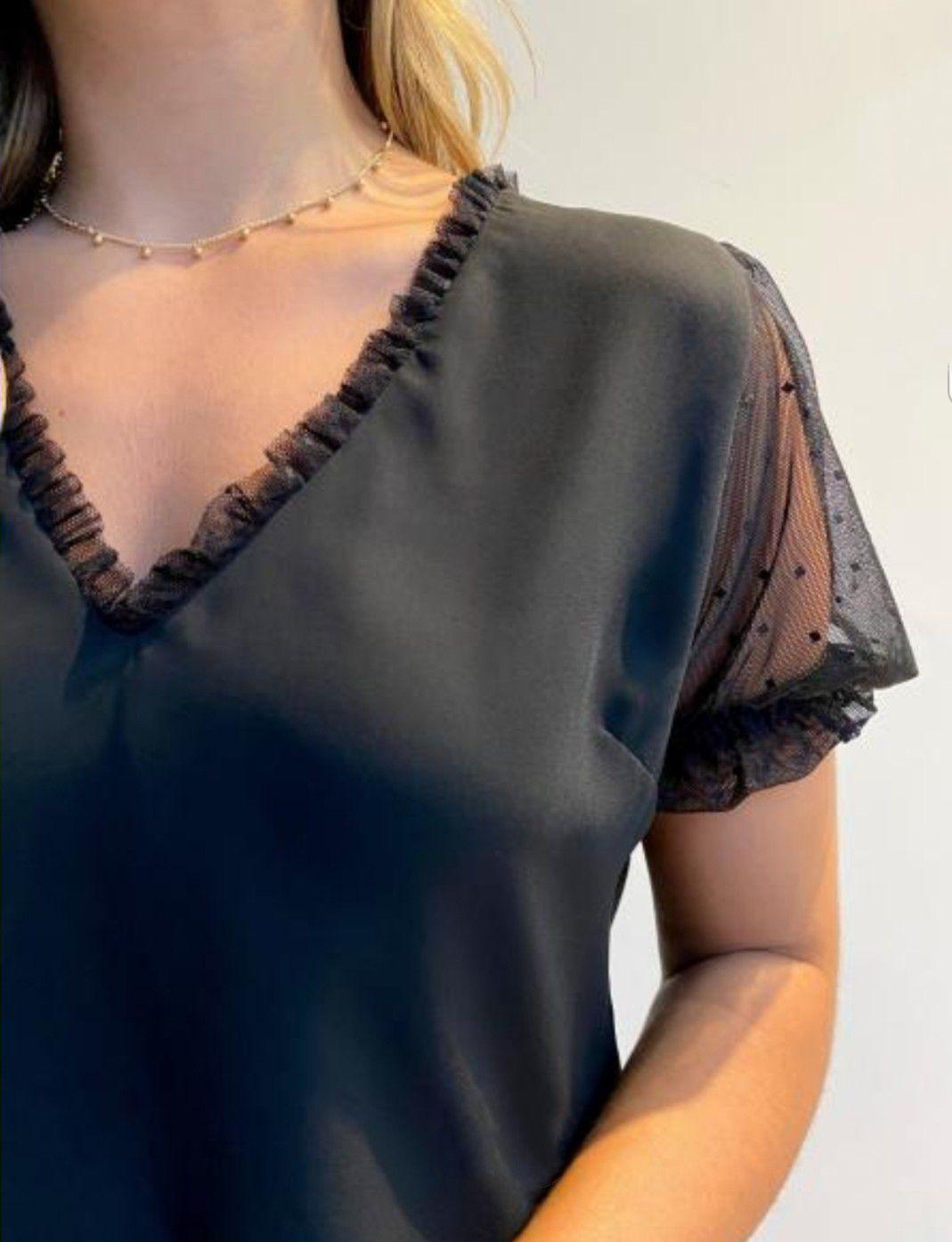 Blusa crepe detalhe tule