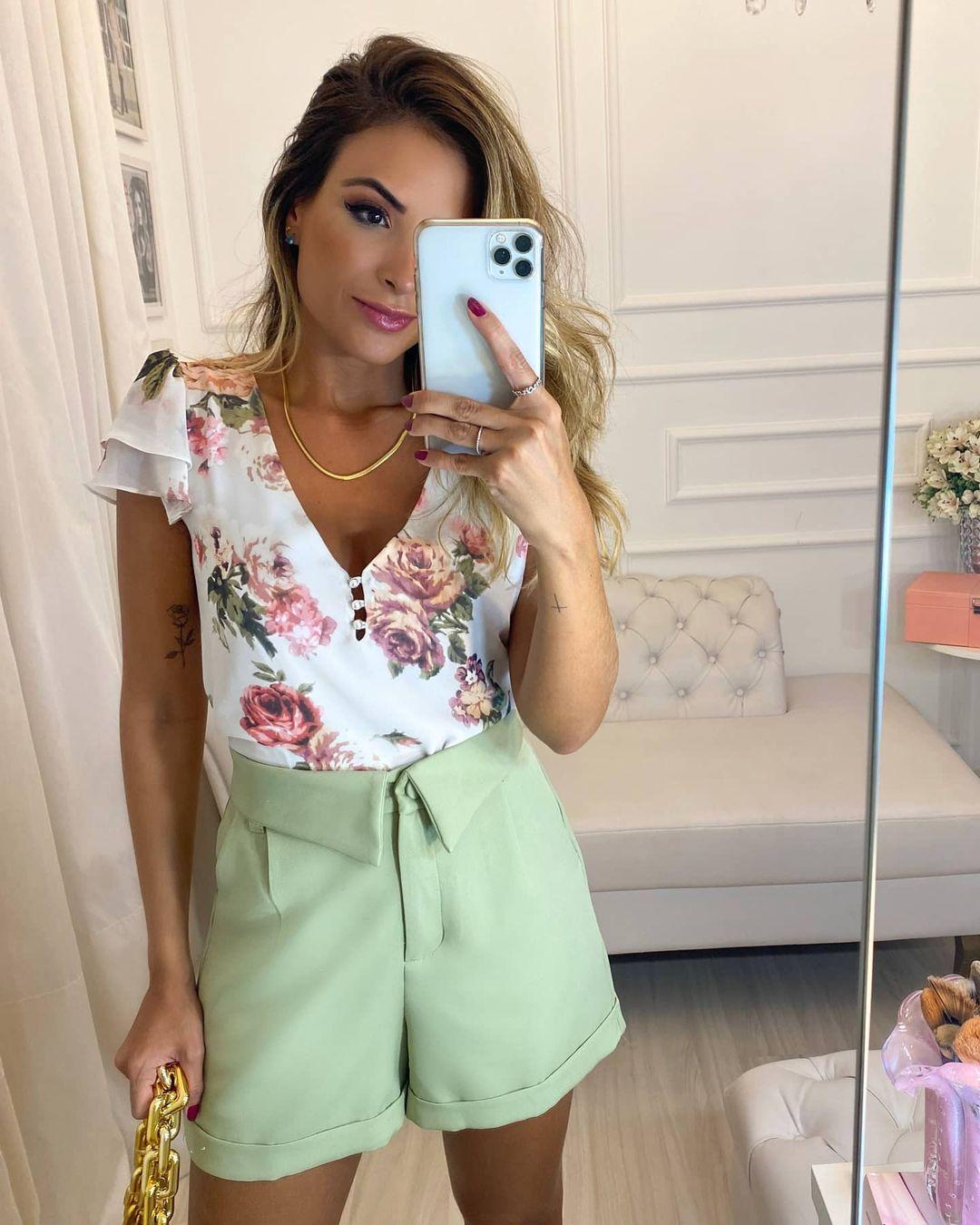 Blusa floral decote V