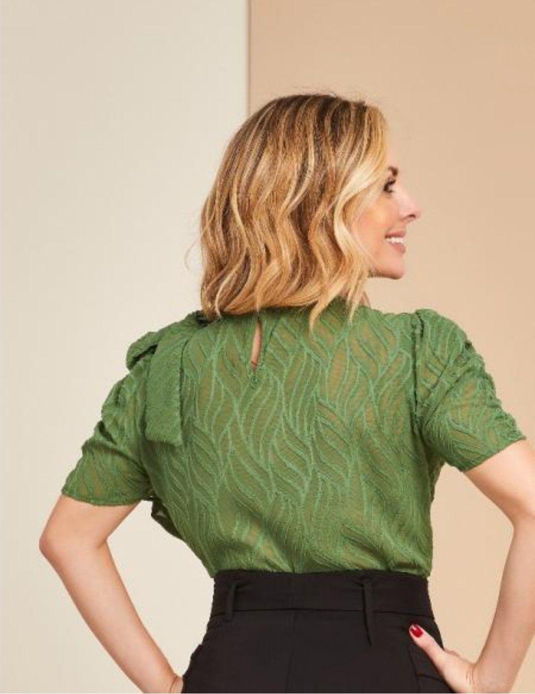 Blusa texturizada laço ombro