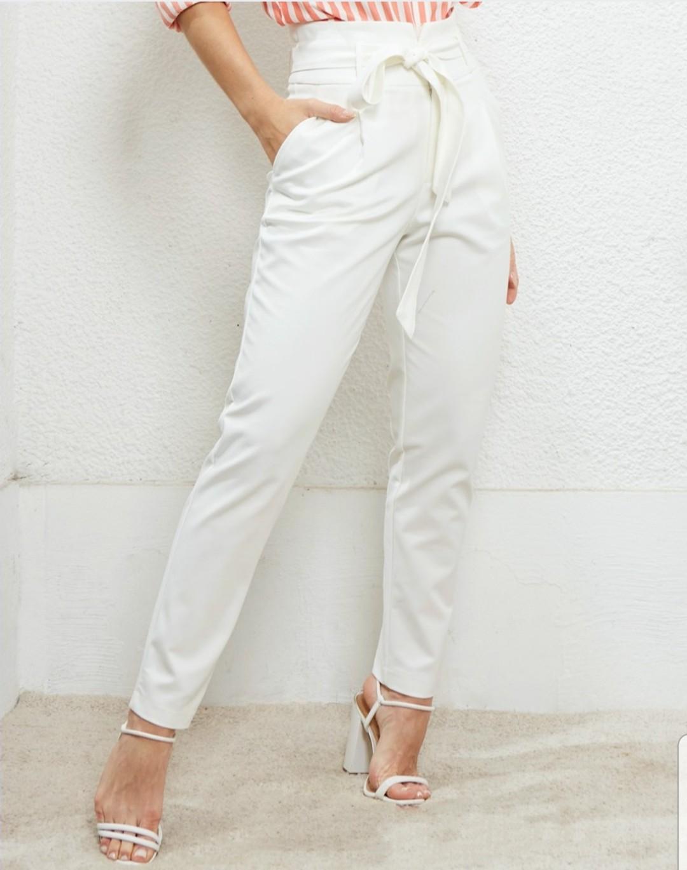 Calça skinny cinto amarração