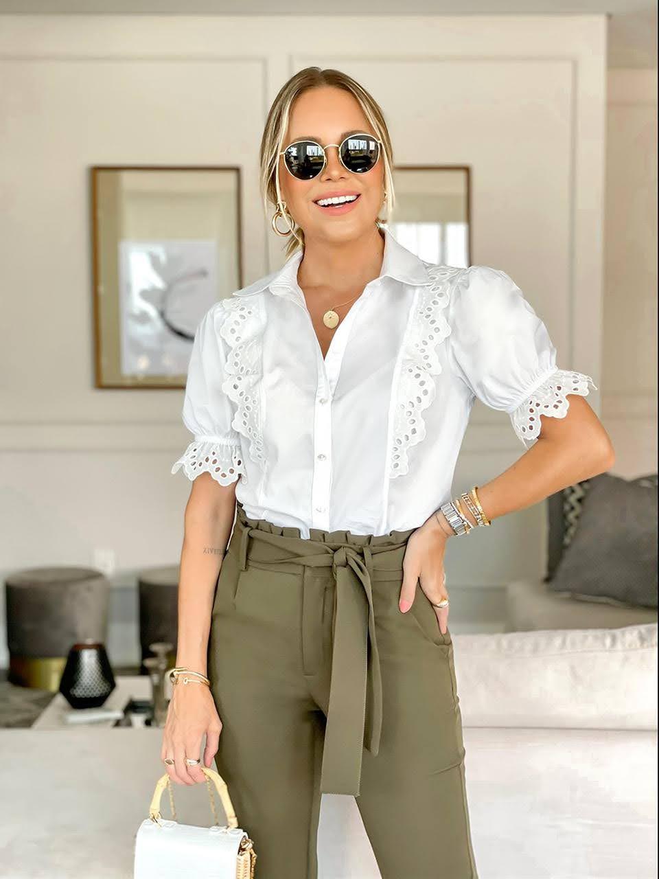 Camisa tricoline com detalhes bordados