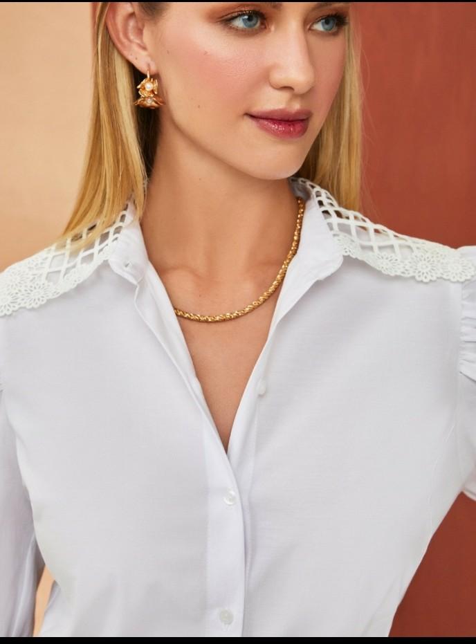 Camisa tricoline gola renda
