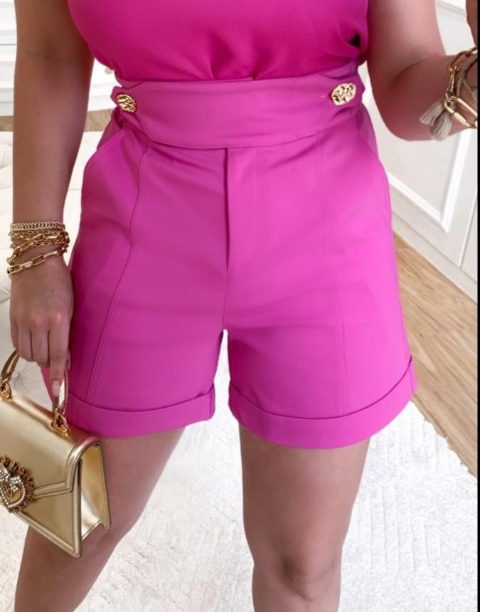 Shorts botões dourados