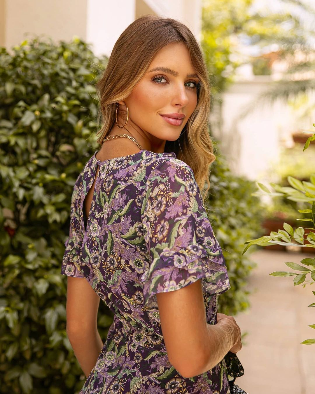 Vestido floral com jabots