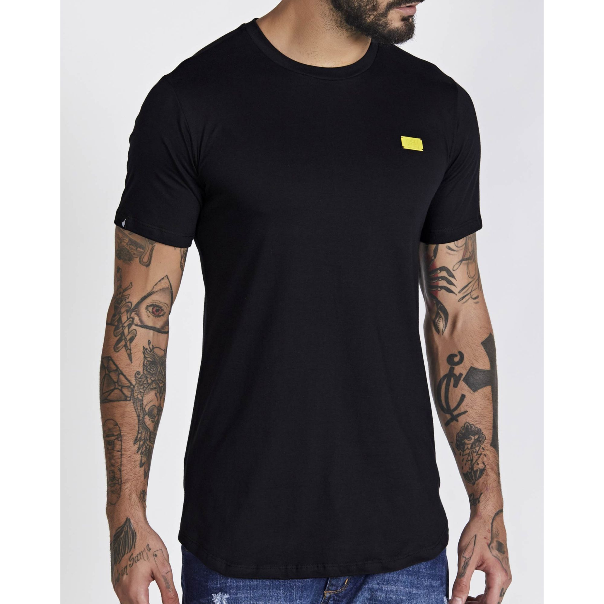 Camiseta Buh Basic Plaquinha Black