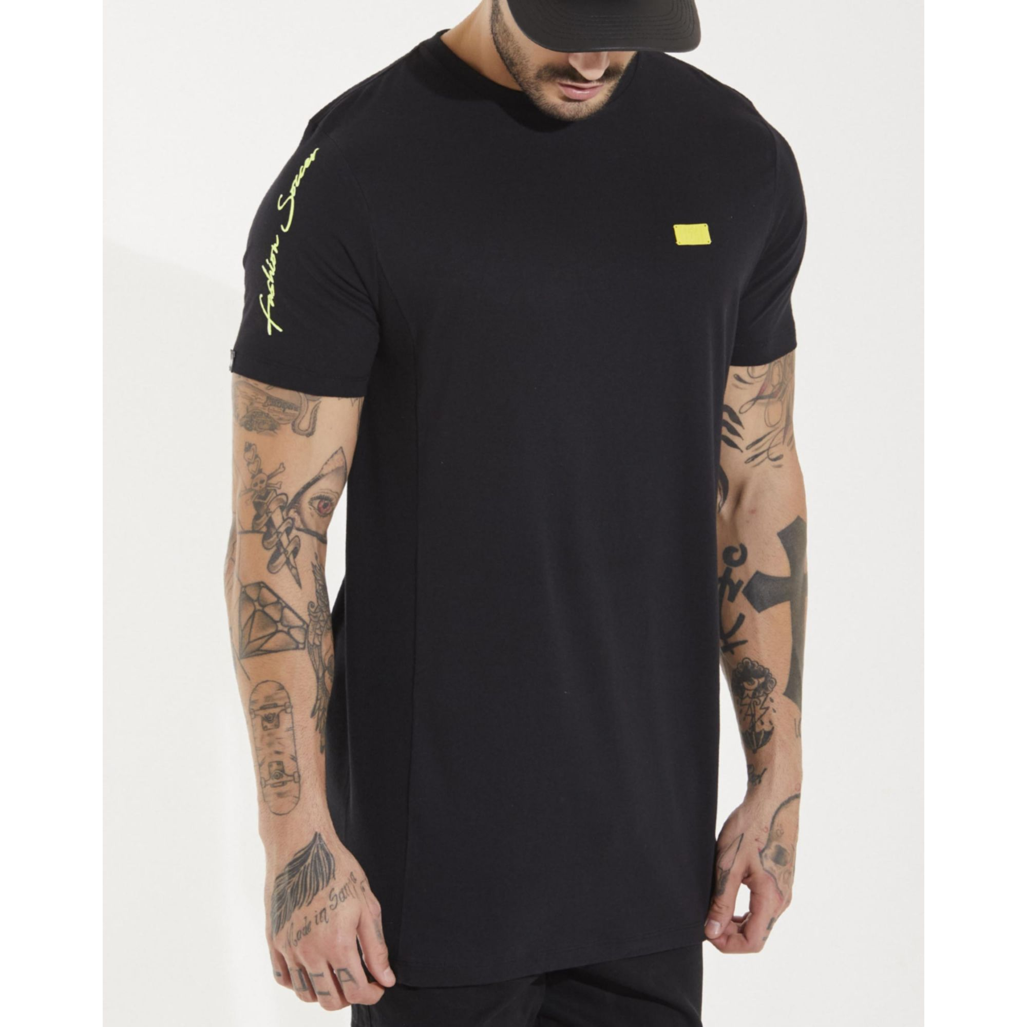 Camiseta Buh Lateral Plaquinha Neon Black