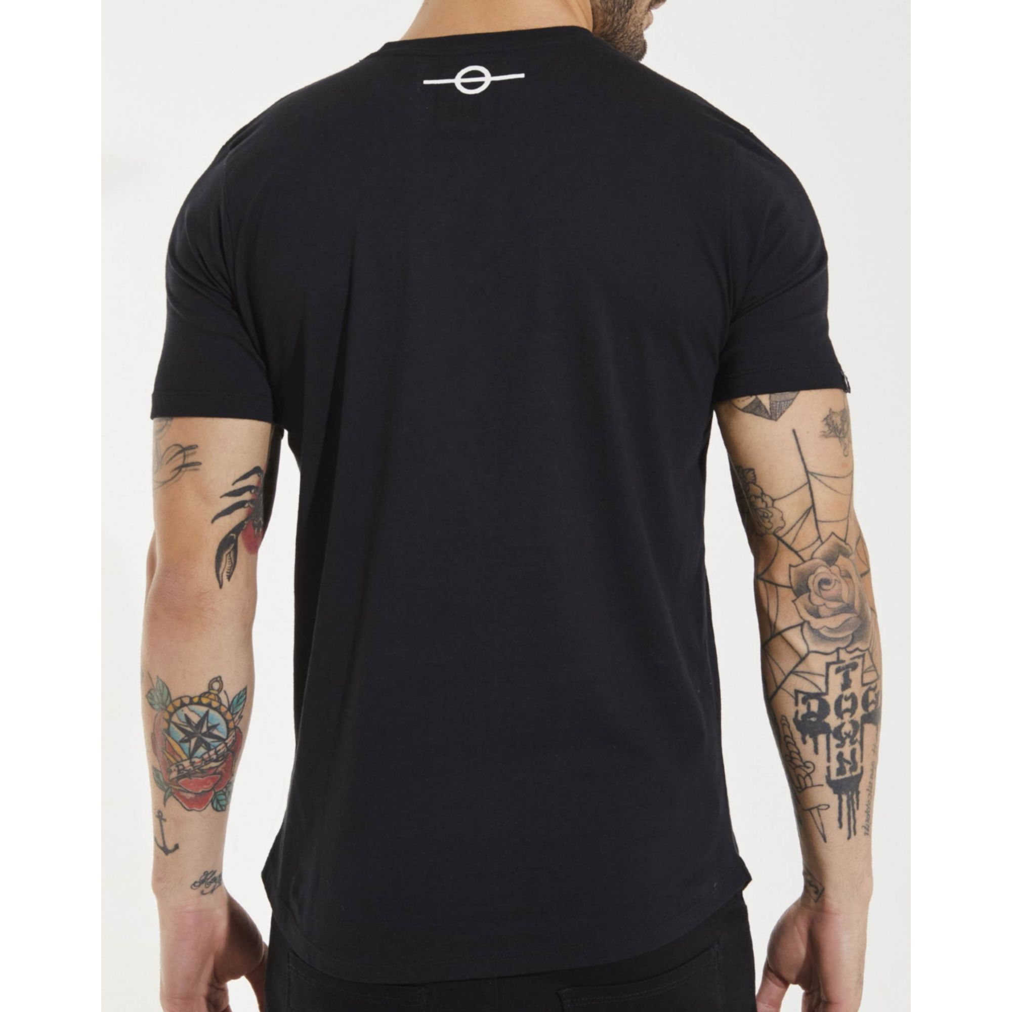 Camiseta Buh Plastic Dedo Logo Black