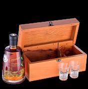 Kit Cachaça Companheira Extra Premium 8 anos com 2 copos