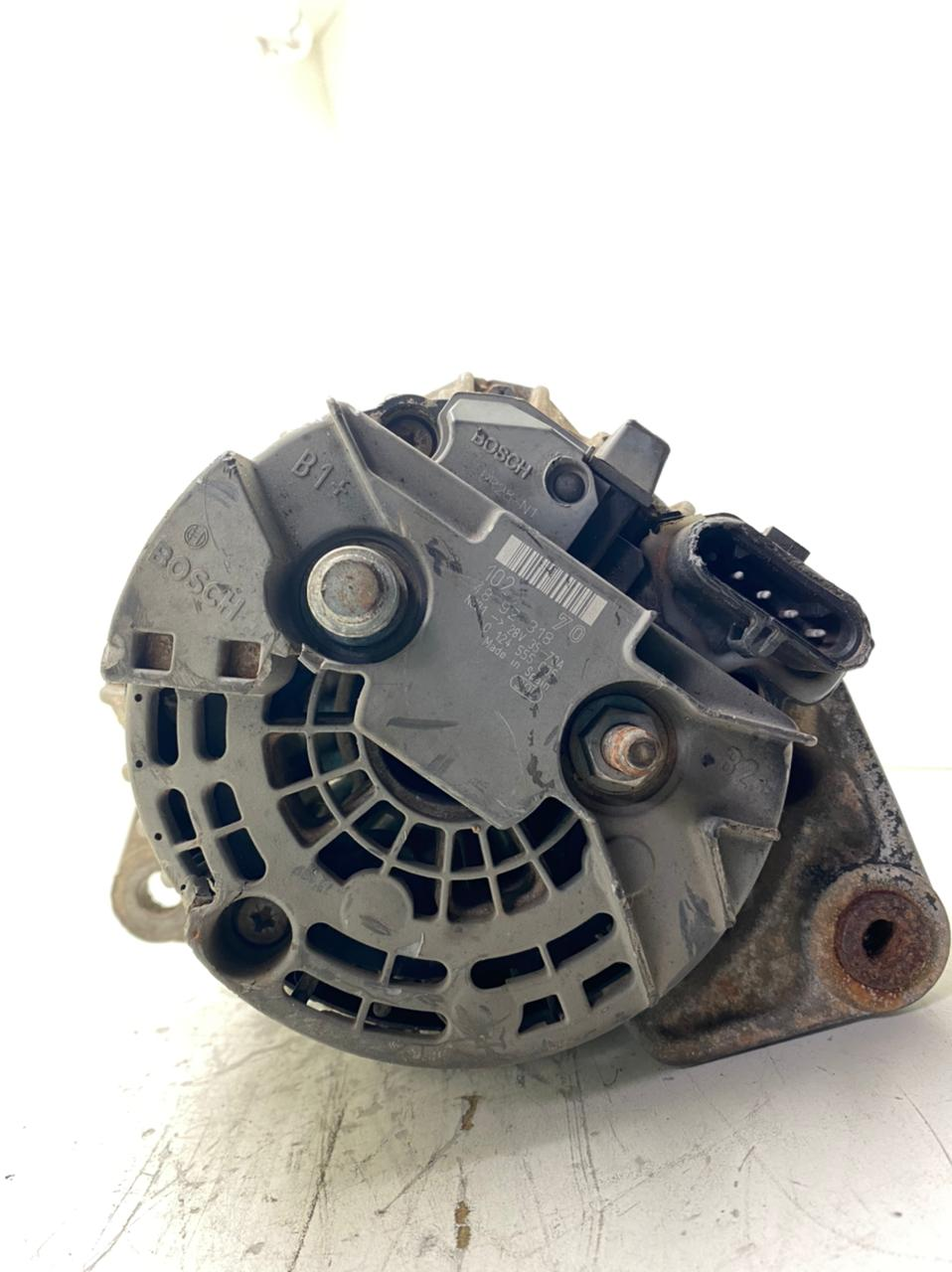 Alternador Bosch 24V 90AMP IVECO EUROCARGO 170E22 170E24 EURITECH CASE 521 CASE 621 CX220 CUMMINS NEW HOLLAND E215B 0124555005 0124655005 4892318 4892320 STR2115 0124555005 0124655005