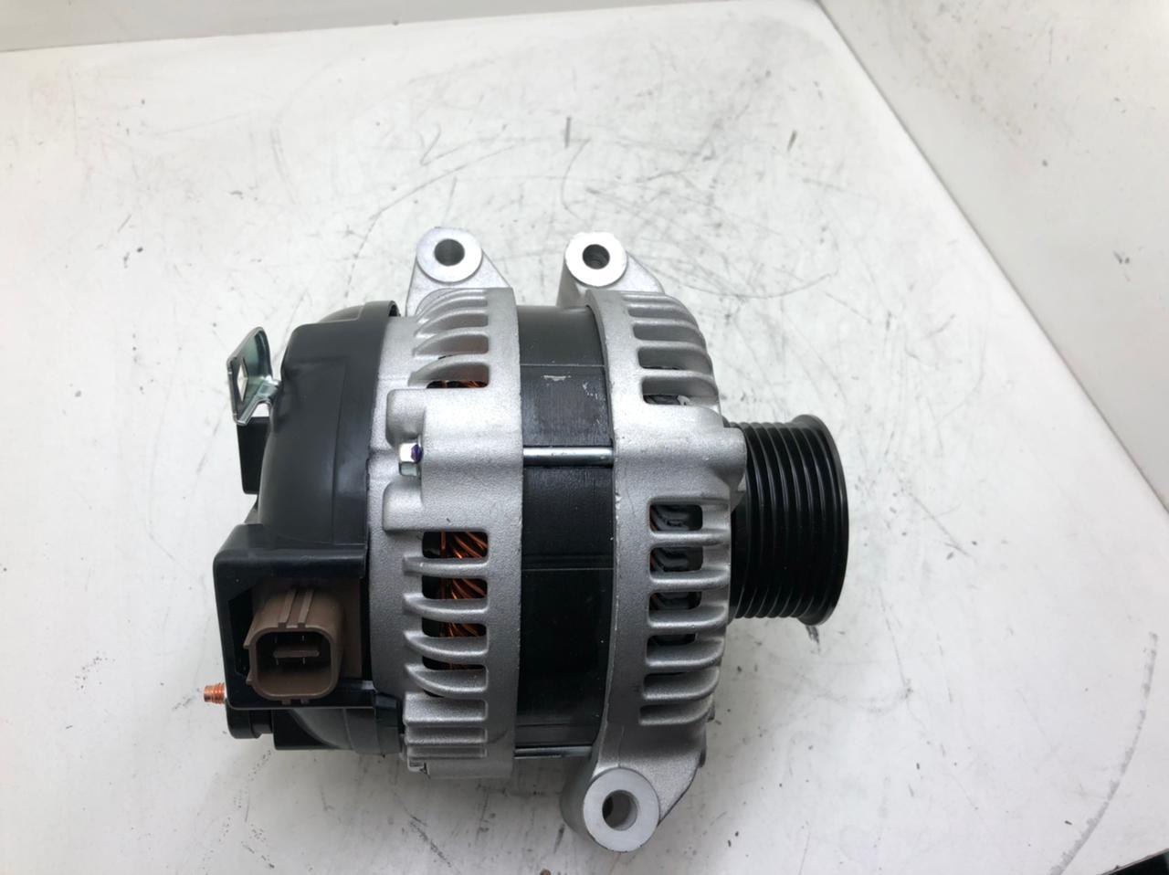 Alternador HONDA CIVIC 2.0 DOHC CRV 2.4 ACCORD 2.4 SOHC 14V 105A 94125 CSD73 1042103290 1042103291 1042103292 1042102393 D 10404 AEC21076