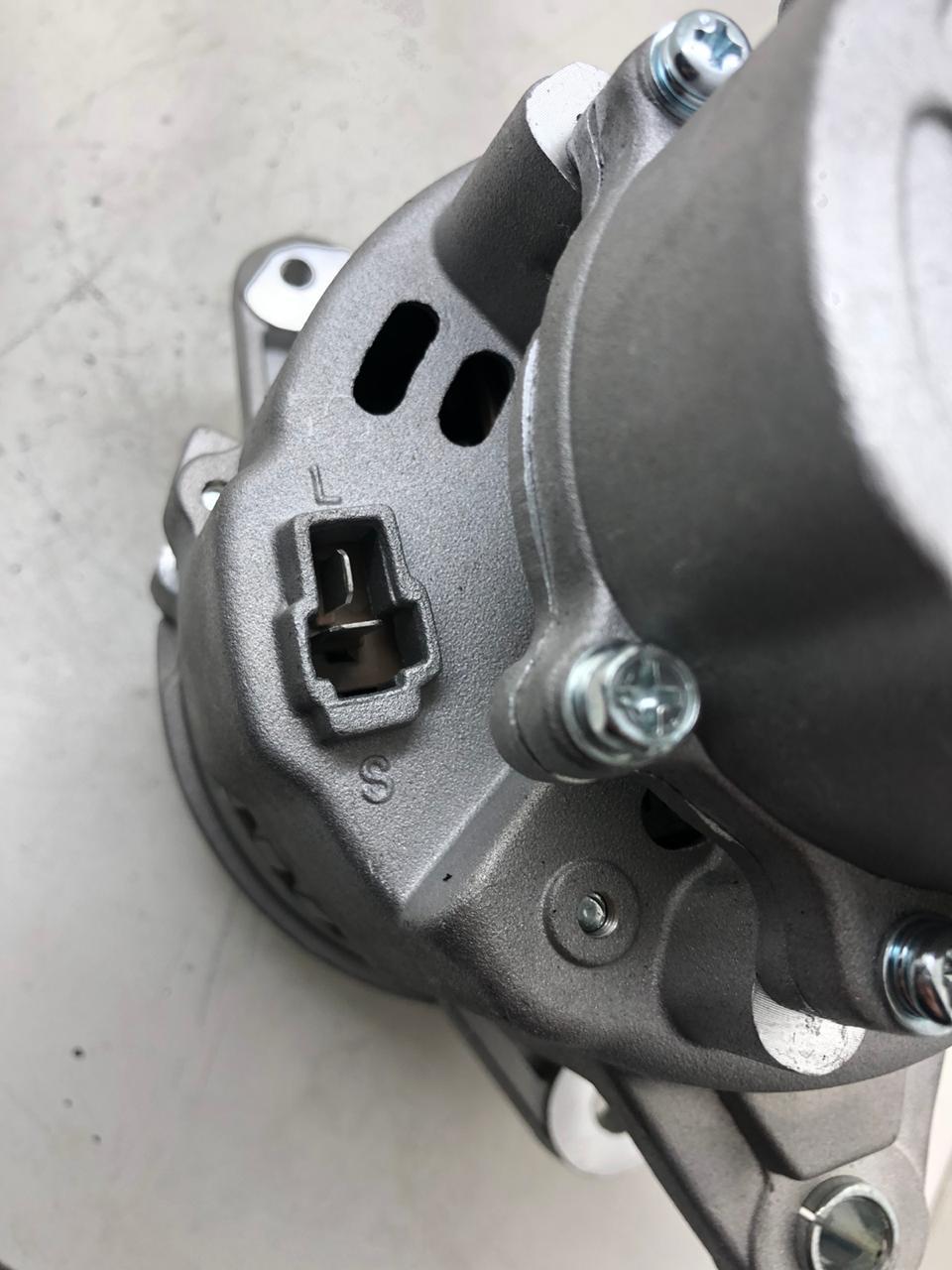 Alternador L200 2.5 GL GLS HPE OUTDOOR MITSUBISHI 14V 55A C/ Bomba de Vácuo Md013740 A2T15584 AEC21060