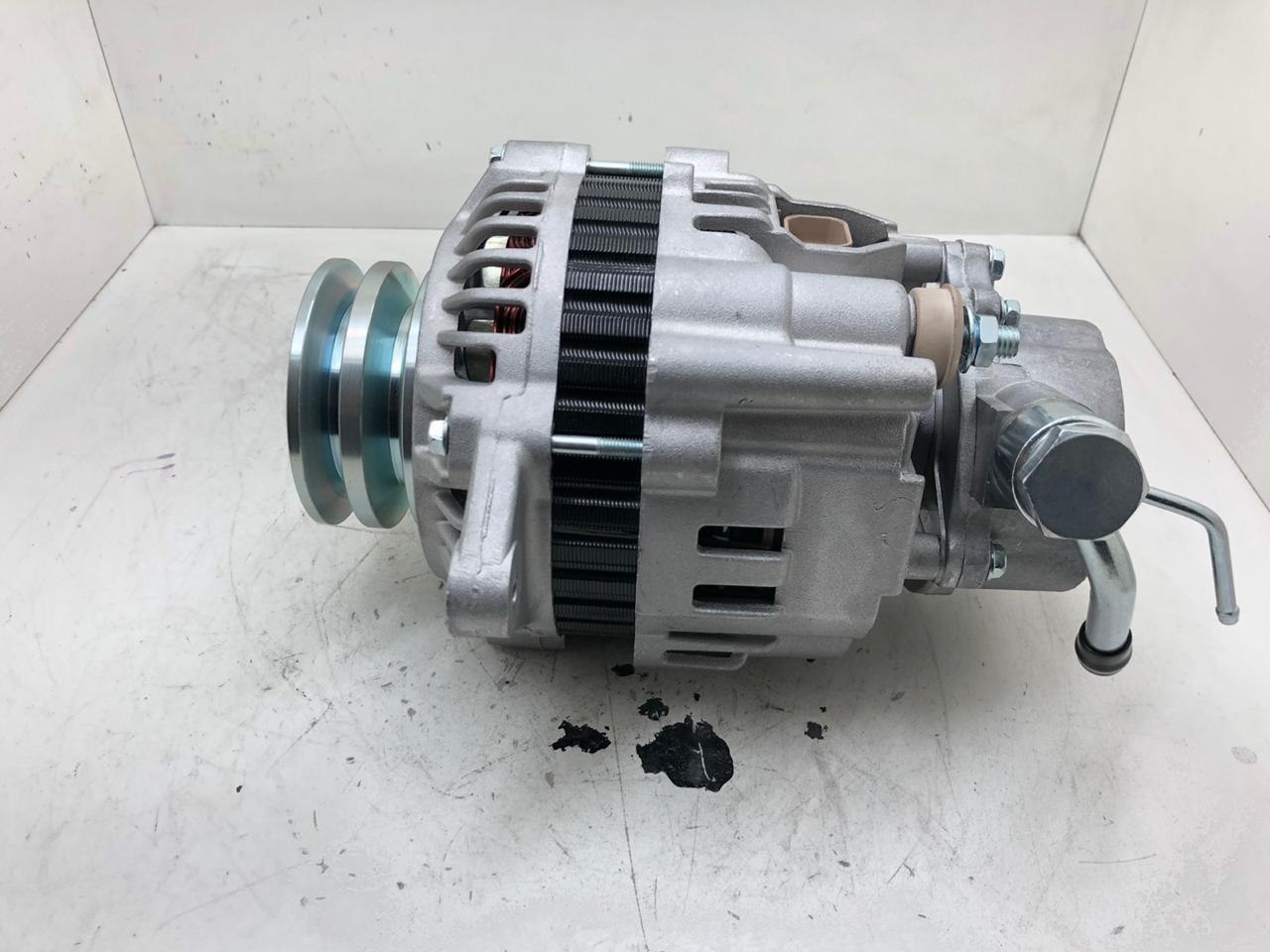 Alternador L200 Mitsubishi Pajero C/ Bomba Vacuo 90a HR 3MB4015 LE13100029 AEC21061