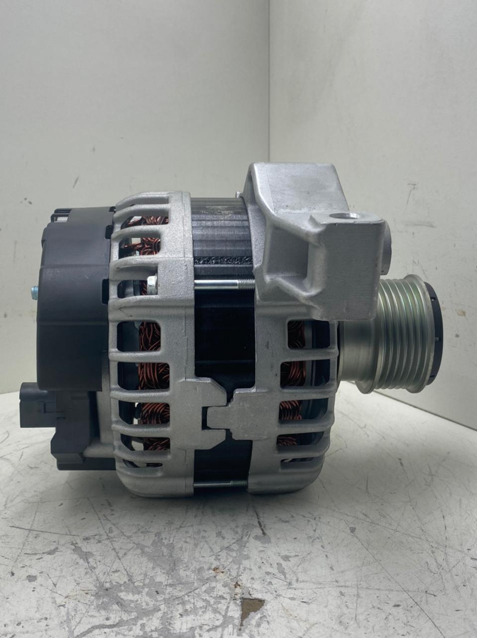Alternador Land Rover Evoque Turbo Jaguar Bosch 14V 180AMP LR028121 0125811006 0125811034 BJ3210300CB BJ3210300CA D 10247  AEC21084