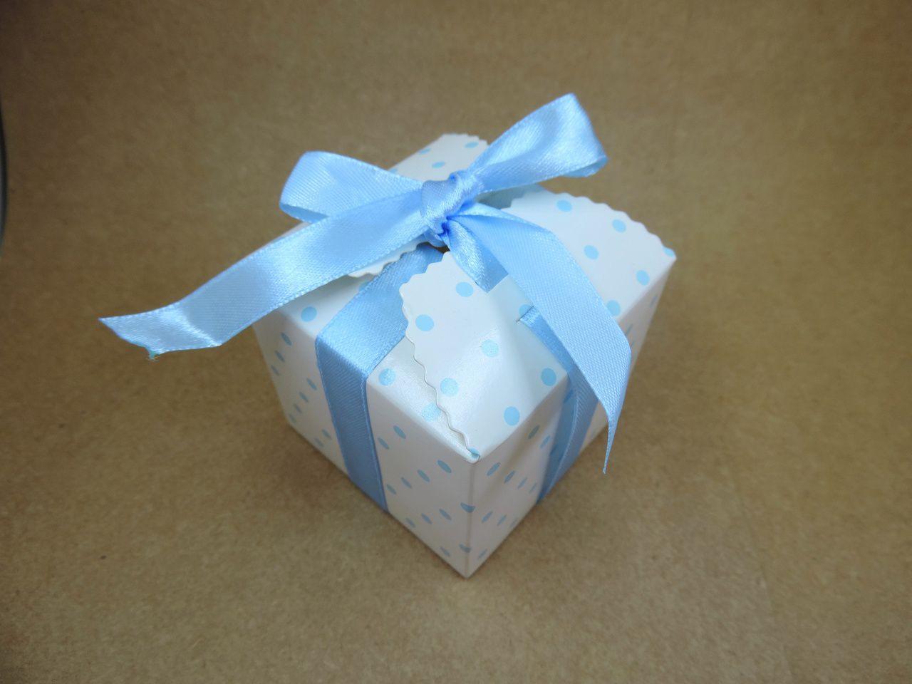 caixinha de papel bolinhas poá azul bebê 12 unidades