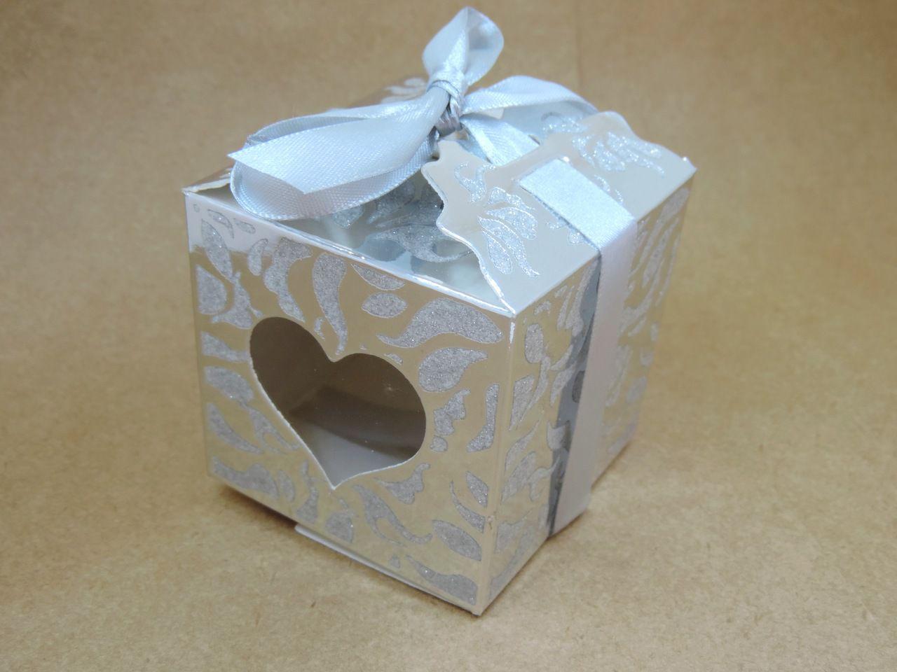 caixinha de papel prata coração c/ fita 6cm 10 unidades