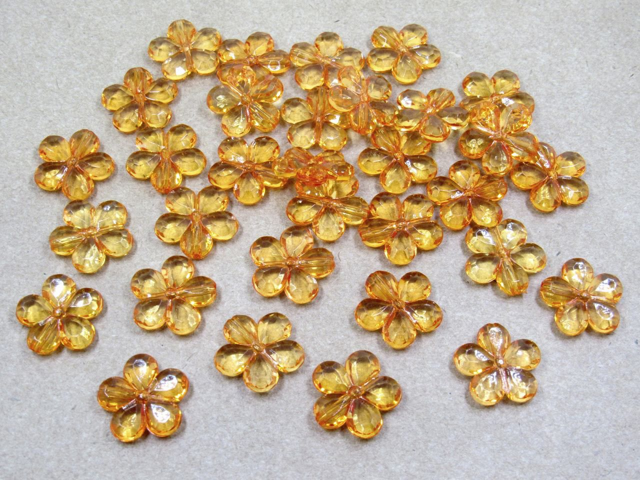 flor acrílico 2cm com furo lateral 100 unidades
