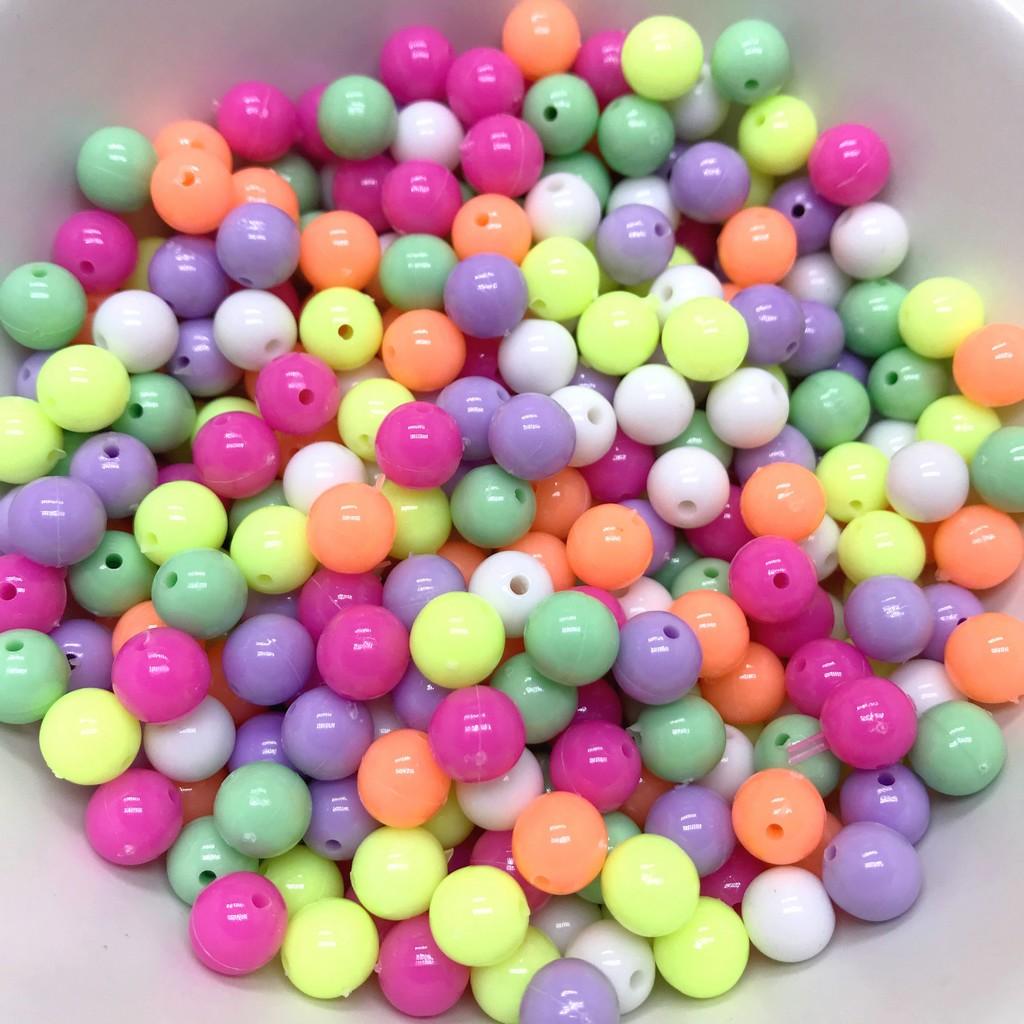 miçanga bola colorida acrilica com furo 8mm bijuterias 50 unidades