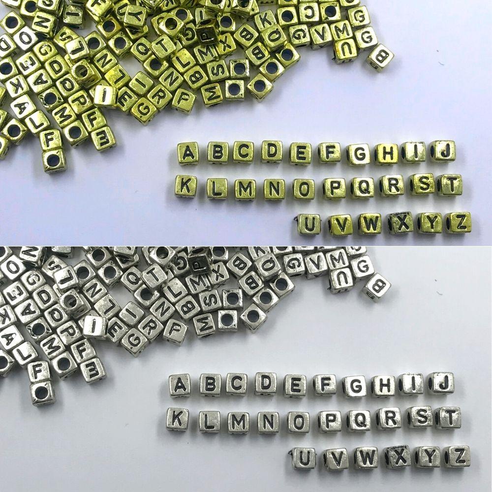miçanga dado letras alfabeto com furo dourado e prata 6mm 200 unidades