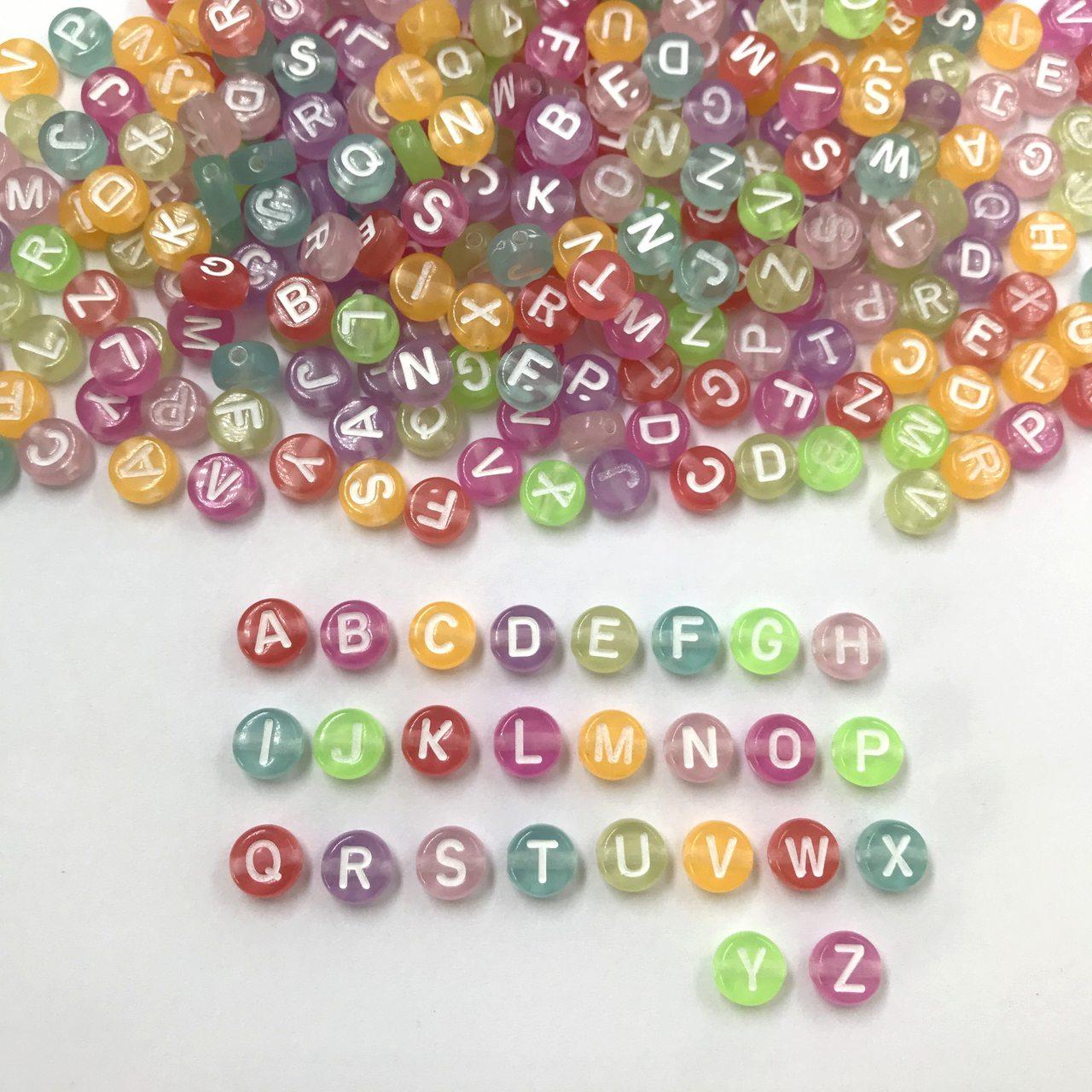 miçanga letras alfabeto colorido neon com furo 6mm 200 unidades