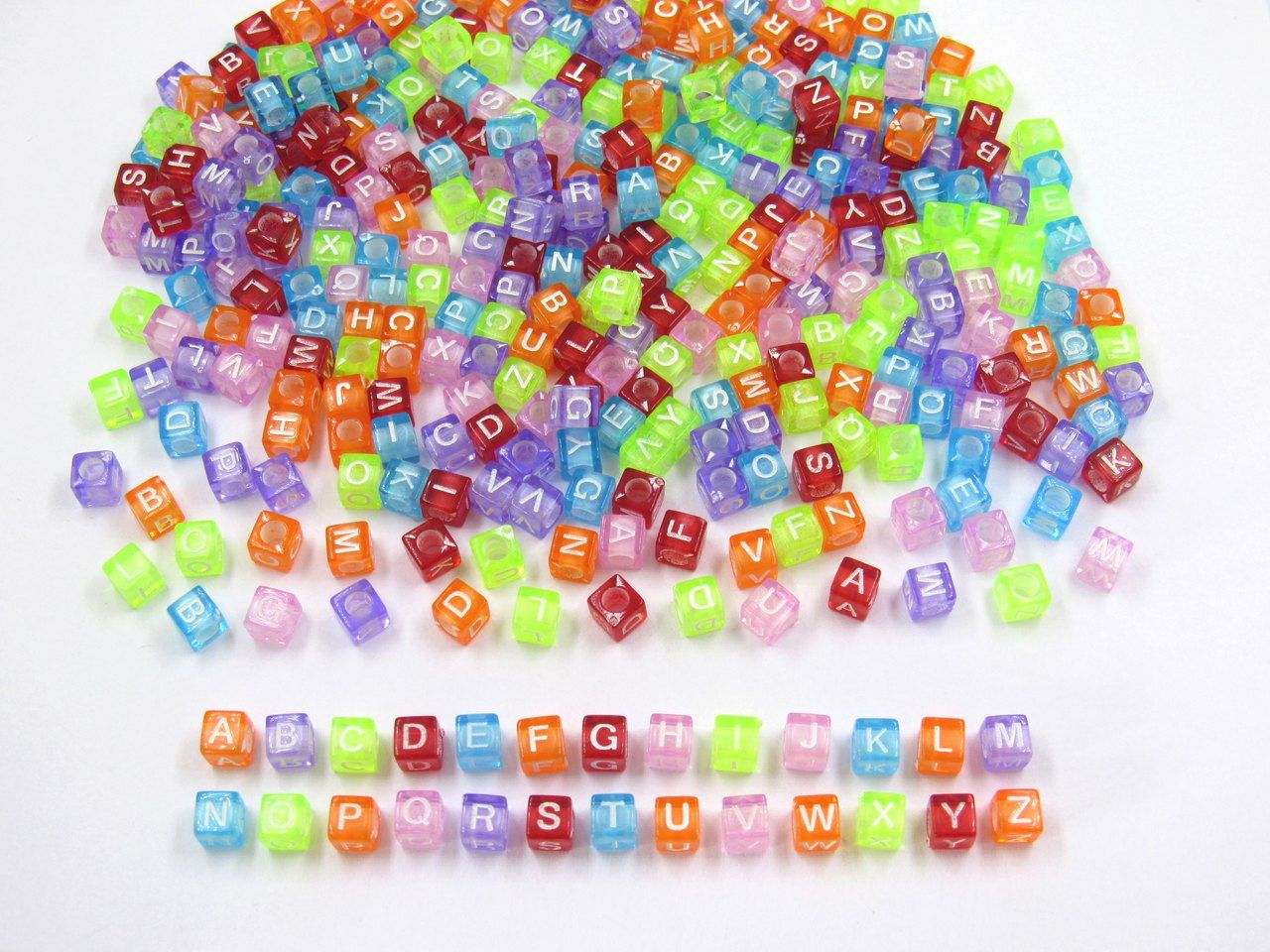 miçanga dado letras alfabeto com furo colorido 6mm 200 unidades