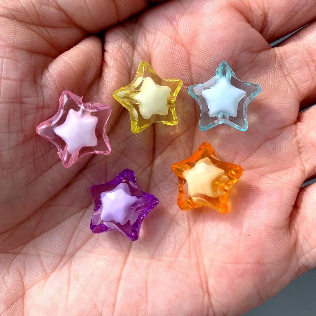 estrela translucida com furo colorida acrílico 1,5x0,8cm 25 unidades