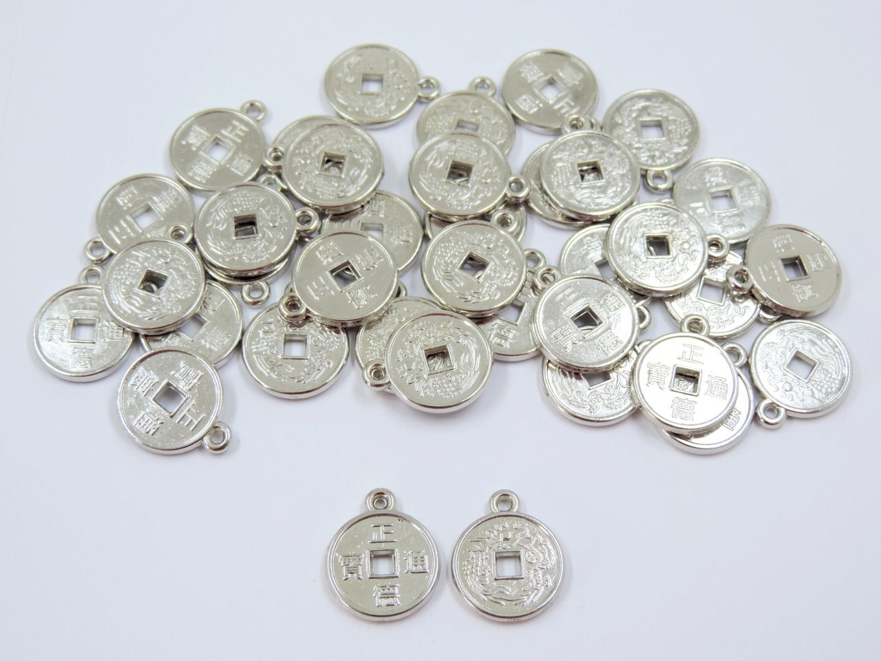 pingente medalha chinesa da sorte prata 15mm 50 unidades