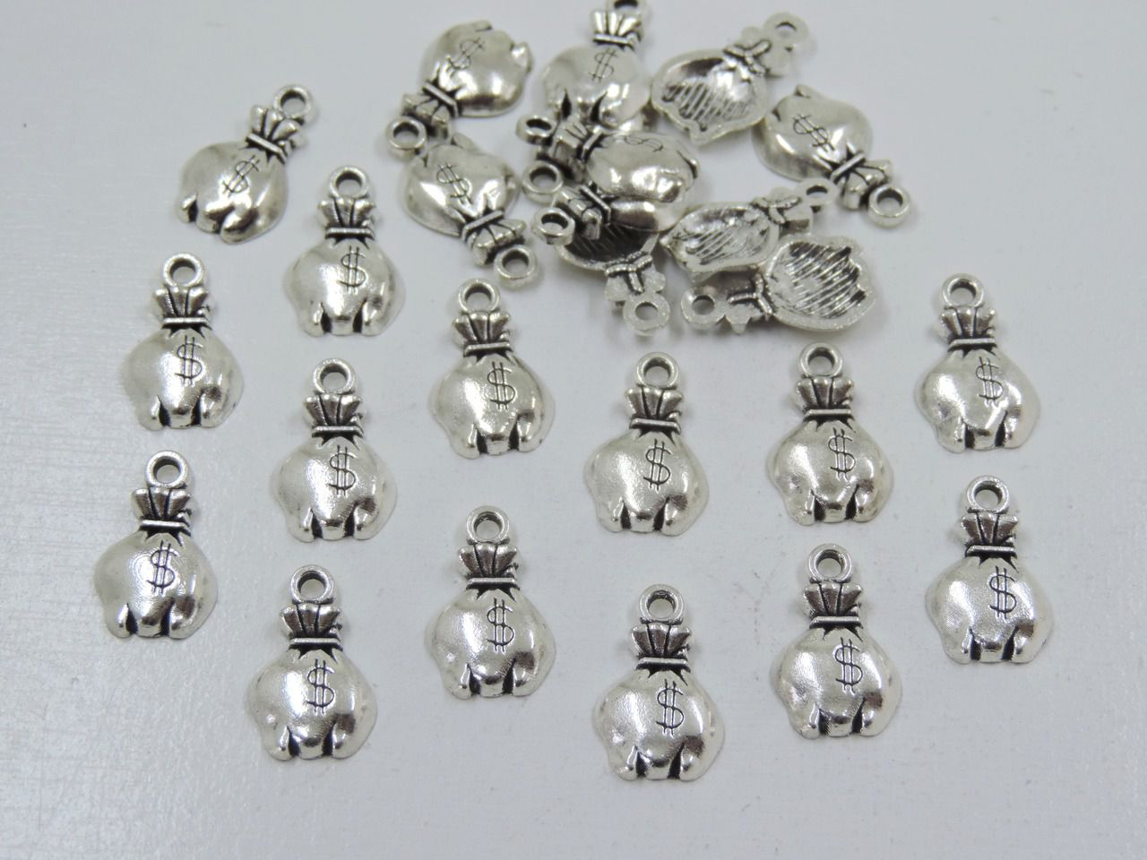 pingente saco de dinheiro prata 10x20mm 24 unidades