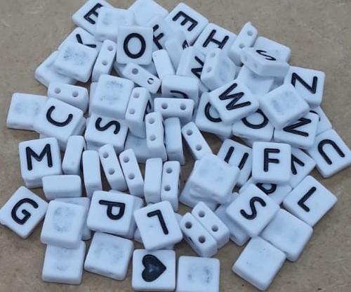 Conta Plástica Achatado Letras - Branco (ATACADO)