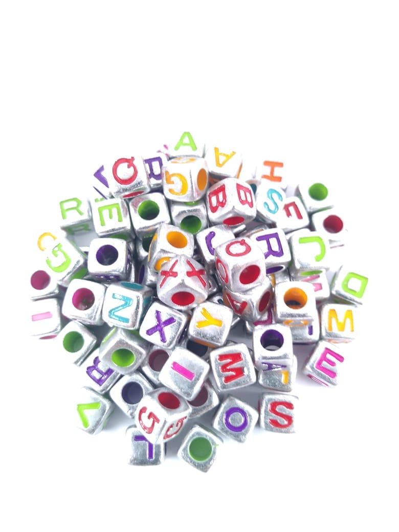 Conta Plástica Letras - Prata/color  (ATACADO)