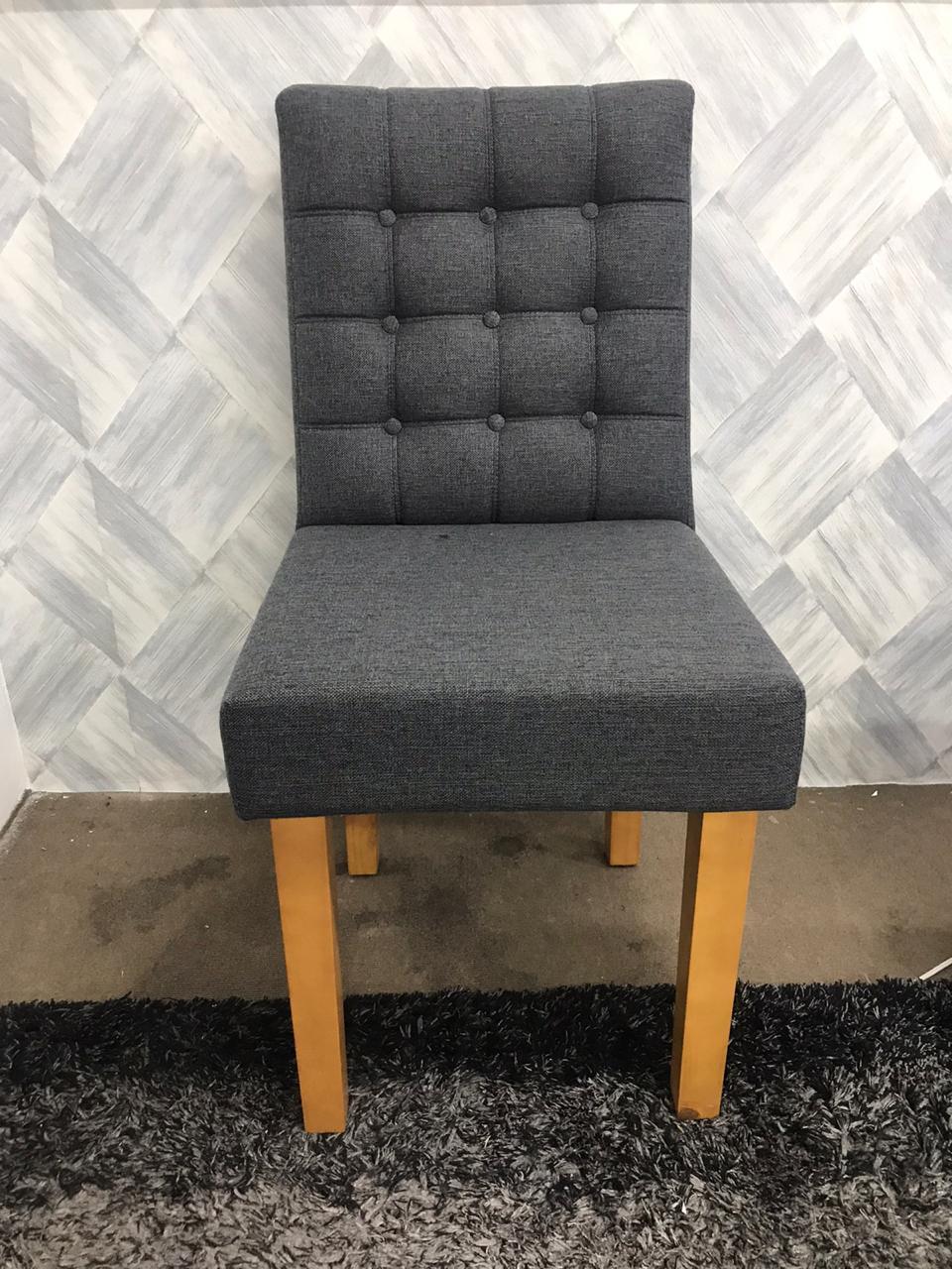 Cadeiras Tapeçadas com Botões Jully