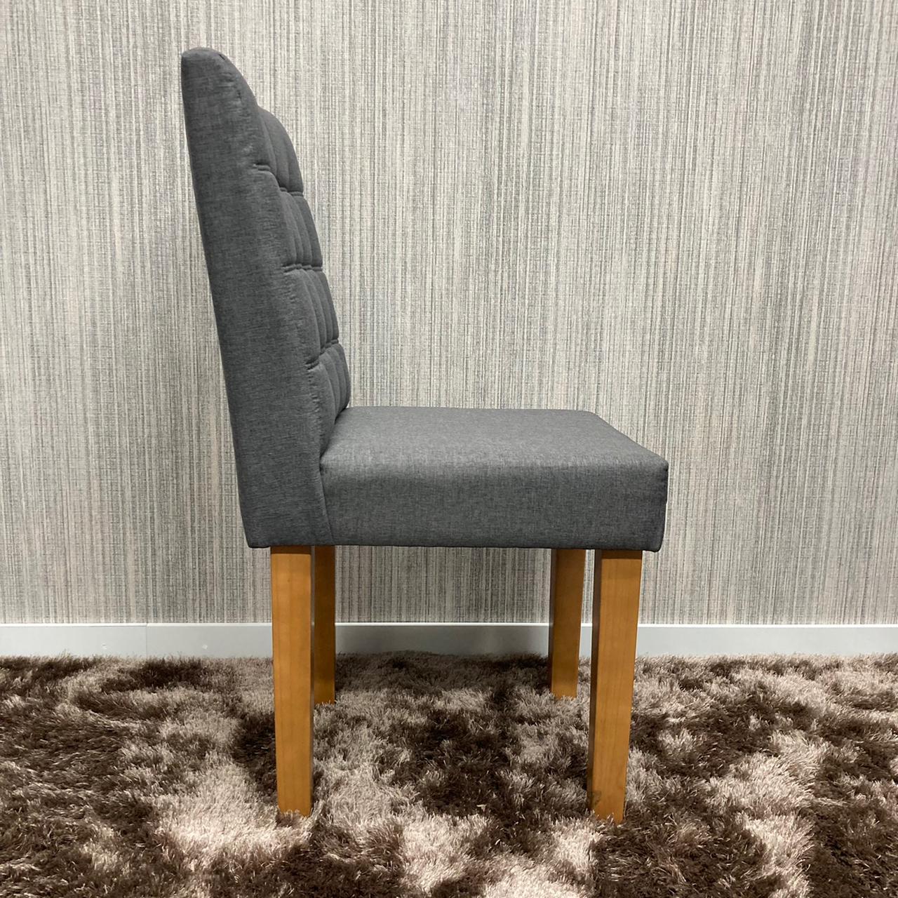 Cadeiras Tapeçadas com Botões Joy